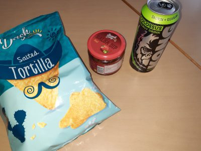 "Elias heutiges Menü: ""Chips, Dip und Energy"""