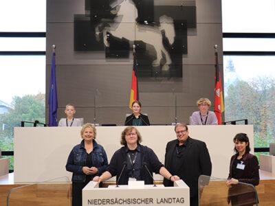 """Abgeordnete, Anrufe und Arbeit bis 20 Uhr: ein erstes Fazit von """"Landtag online"""""""